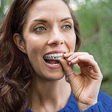27. oktobra po nevidni zobni aparat Invisalign in brezplačne zobozdravstvene storitve