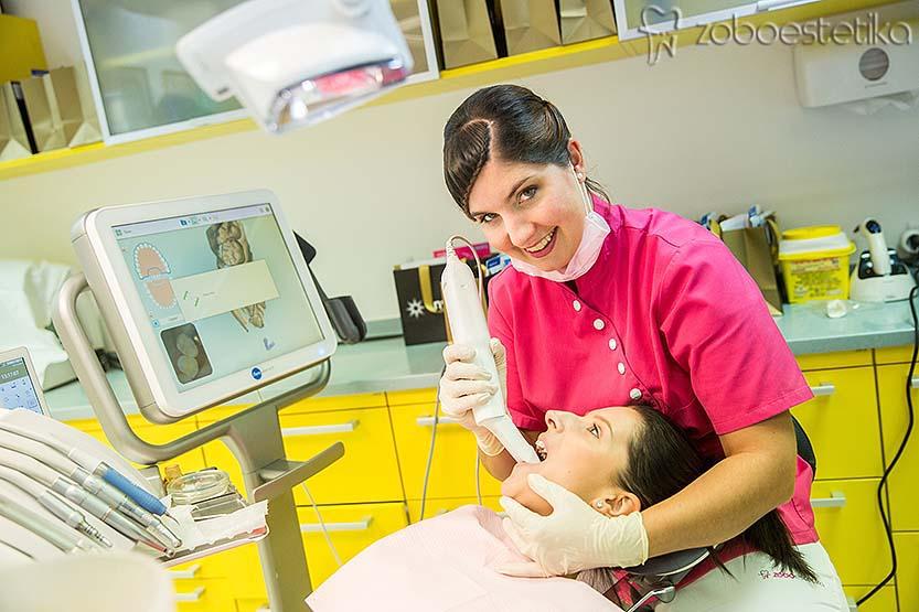 Digitalno skeniranje zob za nevidni zobni aparat Invisalign