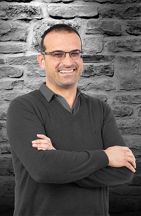 dr. Gašper Fortuna, specialist oralne kirurgije // Oralna kirurgija in implantati