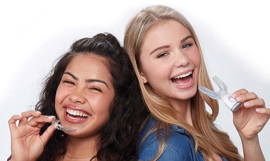 AcceleDent Nizko frekvenčne vibracije & Invisalign ortodontski zobni aparat - ortodont, ortodontija